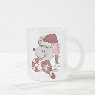 Ratón del navidad con el bastón de caramelo tazas