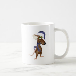 Ratón del navidad en azul taza de café