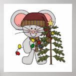 Ratón del navidad que adorna el árbol posters