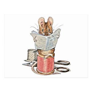 Ratón del sastre en el carrete del hilo postales