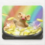 Ratón en el extremo del arco iris tapetes de raton