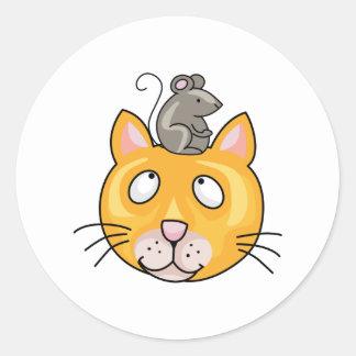 Ratón en la cabeza de los gatos pegatina redonda