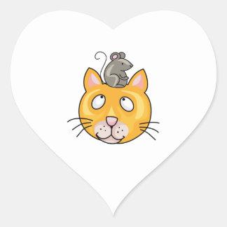 Ratón en la cabeza de los gatos pegatina en forma de corazón