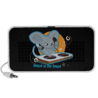 Ratón en la casa laptop altavoces