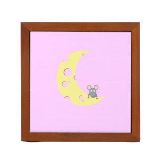 ratón en la luna del queso portalápices