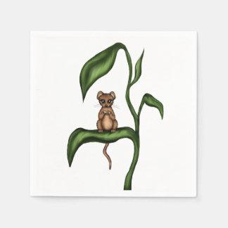 ratón en la planta servilleta de papel