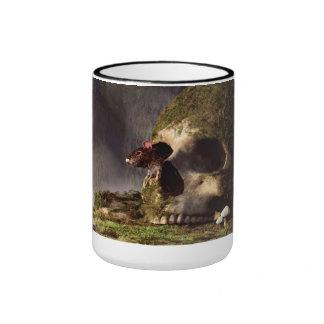Ratón en un cráneo taza de café
