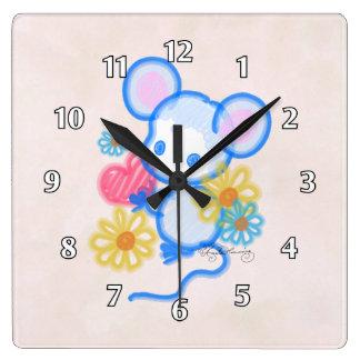 Ratón lindo del amor con el corazón reloj cuadrado