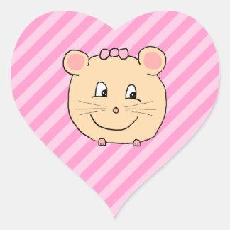 Ratón lindo del dibujo animado en rayas rosadas pegatina en forma de corazón
