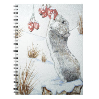 Ratón lindo y fauna roja de la escena de la nieve spiral notebooks