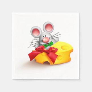 Ratón que come las servilletas de papel del queso