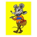Ratón que cultiva un huerto tarjeta postal