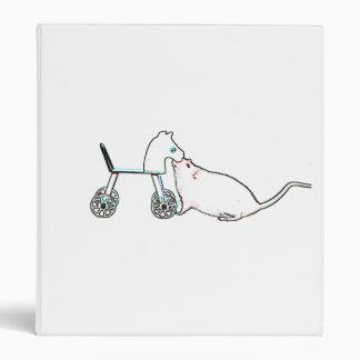 ratón que huele el animal lindo del caballo rodado