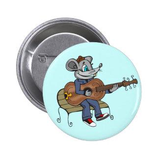 Ratón que toca la guitarra pin redondo 5 cm