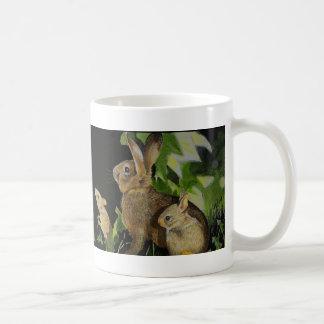 Ratón y mariposa del conejito taza