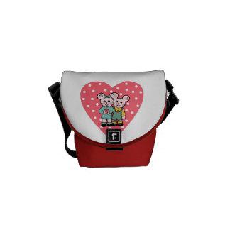 Ratoncitos enamored messenger bag