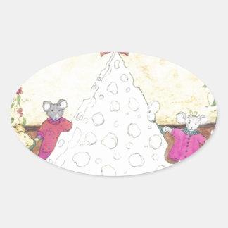 Ratones alrededor de un árbol de navidad del queso pegatina ovalada