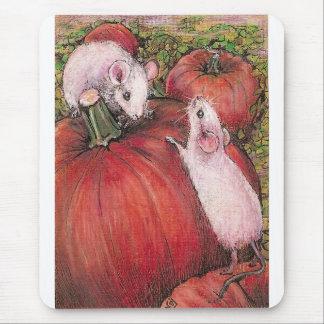 Ratones blancos en el remiendo de la calabaza alfombrilla de ratón