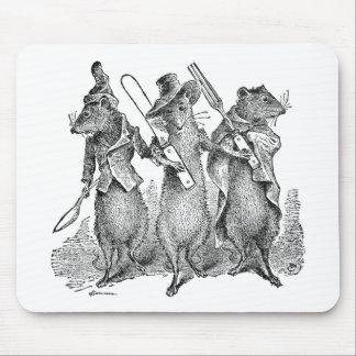 Ratones con los cubiertos alfombrilla de ratones