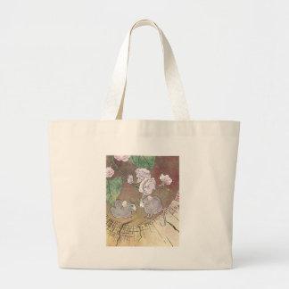 Ratones en registro con los rosas bolsas