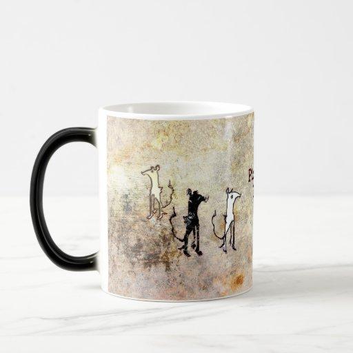 Ratones que cercan con piquete taza de café