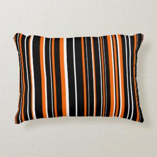 Raya adaptable del negro, del naranja, y blanca cojín decorativo