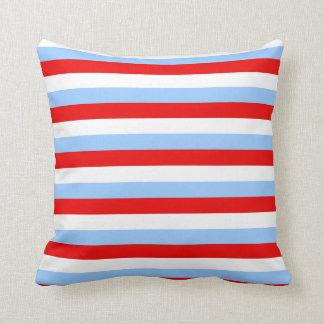 Raya blanca y azul clara roja cojin