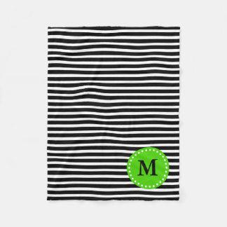 Raya blanco y negro con el monograma verde manta de forro polar