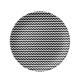 Raya blanco y negro de Chevron Plato De Cerámica