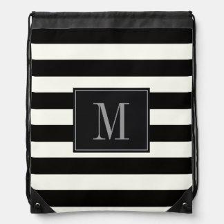 Raya blanco y negro intrépida del monograma de la mochilas