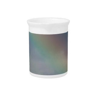 Raya colorida del arco iris en el cielo jarrón