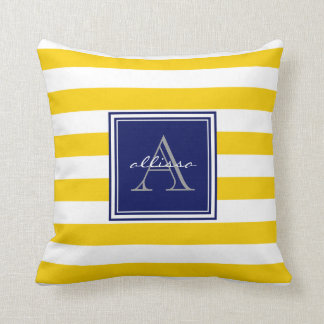 Raya con monograma del toldo de la sol almohada