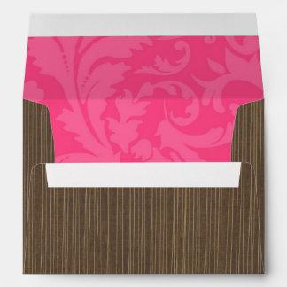 raya de Brown del sobre 5x7 fuera del Dama rosado