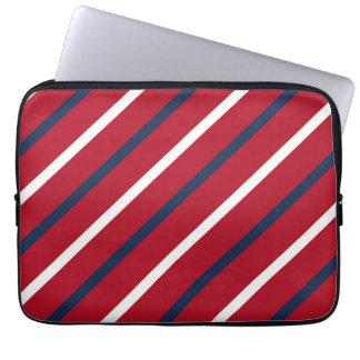 Raya diagonal del rojo, blanca y azul fundas ordendadores