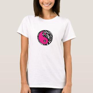 Raya elegante de la cebra con la camisa rosada de