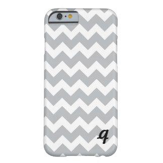 Raya gris y blanca de Chevron Funda De iPhone 6 Barely There