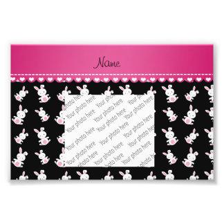 Raya rosada personalizada de los conejitos blancos cojinete