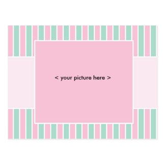 Raya rosada y verde de la postal de la invitación