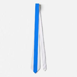Raya vertical azul en blanco corbata