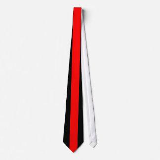 Raya vertical roja en negro corbatas