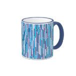 Rayas abstractas en taza fresca de los colores