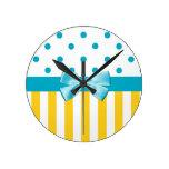 Rayas amarillas de moda con Blue Ribbon Relojes De Pared