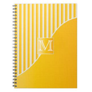 Rayas amarillas del monograma/blancas sofisticadas notebook