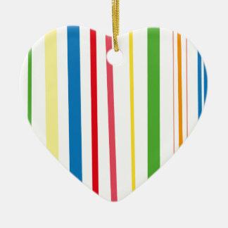 Rayas amarillas del verde azul adorno navideño de cerámica en forma de corazón