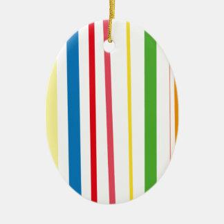 Rayas amarillas del verde azul adorno navideño ovalado de cerámica