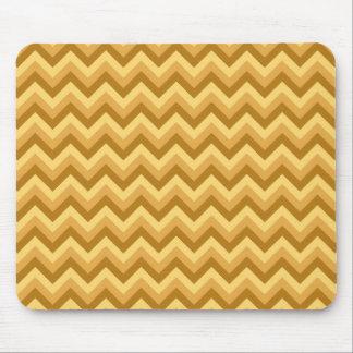 Rayas amarillas y del moreno del zigzag mouse pads