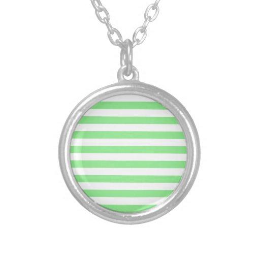 Rayas amplias - blancas y verdes claras grimpolas personalizadas