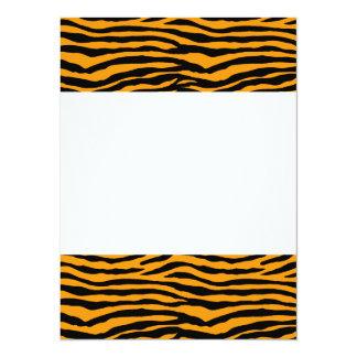 Rayas anaranjadas y negras del tigre invitación 13,9 x 19,0 cm