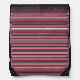 Rayas artsy en blanco rojo y azul patrióticos mochila