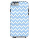 Rayas azul claro y blancas del zigzag funda de iPhone 6 tough